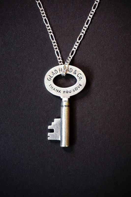 GLAD HAND JEWELRY KEY TOP & CHAIN SILVER