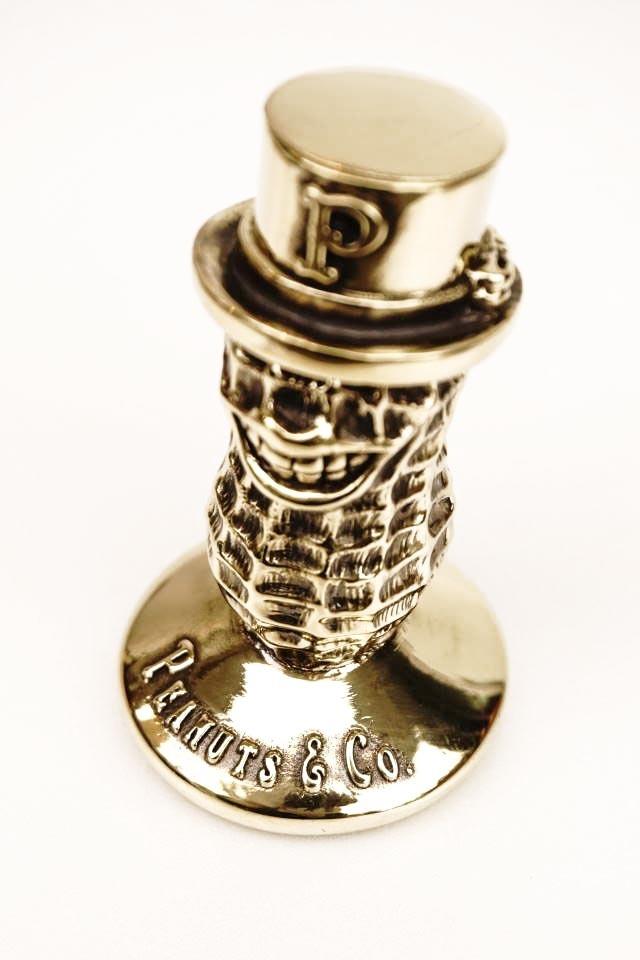 PEANUTS & Co. Peanuts Penstand Brass